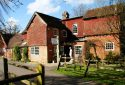 Trivelles Waterhall Country House Gatwick, Bed and Breakfast Crawley